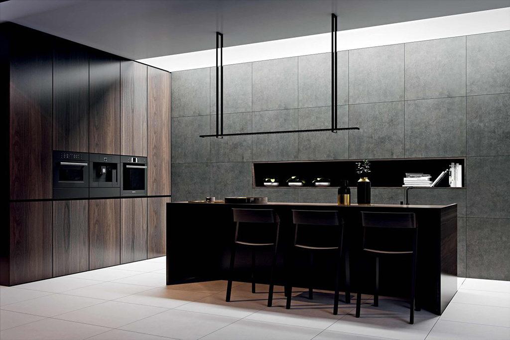 liftowa kuchnia w nowoczesnym wydaniu w betonowych szarościach, ciemnym drewnie i czerni