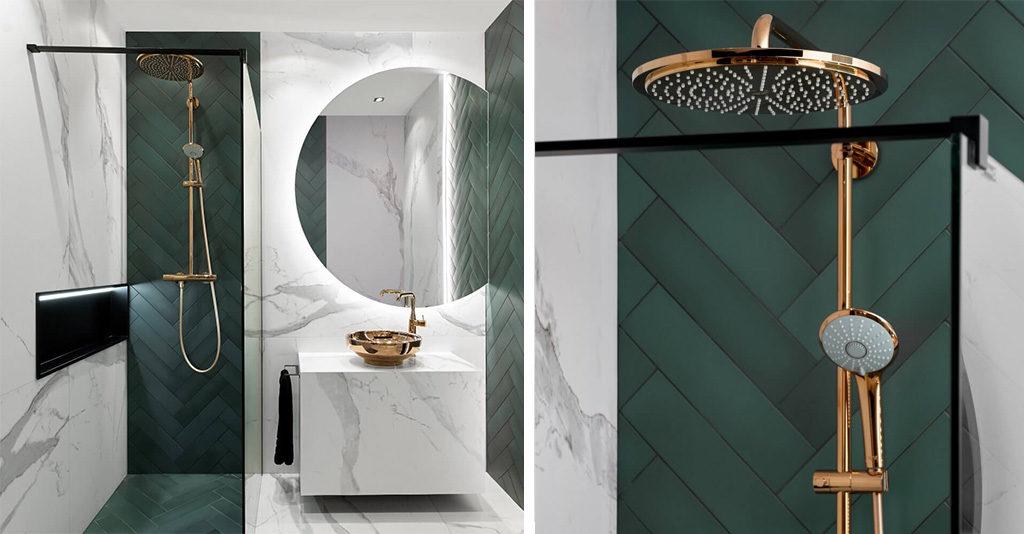 Zielona łazienka z płytkami w jodełkę i miedzianą armaturą