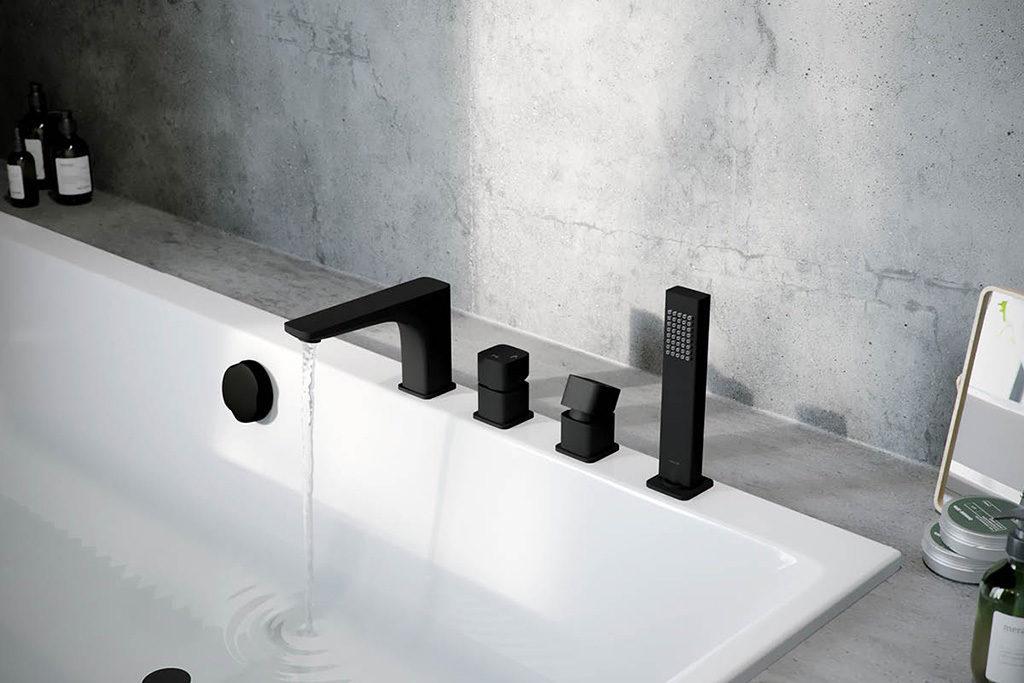 Bateria wannowa 4-otworowa czarna - nowoczesna do loftowej łazienki