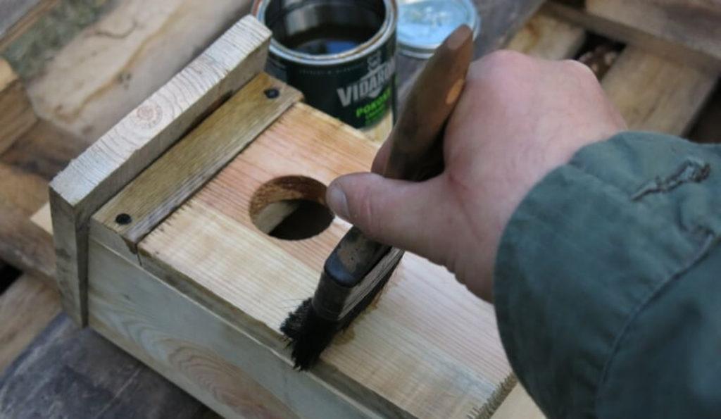 czym pomalować budkę lęgową - farby do drewna